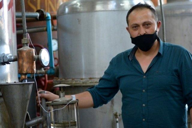 4 ton gül yaprağından 1 kilo üretilen gül yağının kilosu 46 bin liraya satılıyor